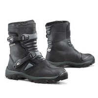 FORMA ADVENTURE BLACK LOW BOOTS